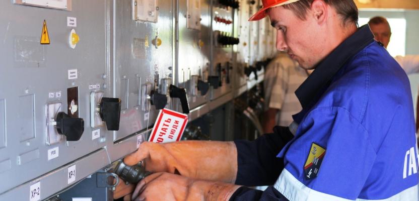 Кто может осуществлять обслуживание электроустановок